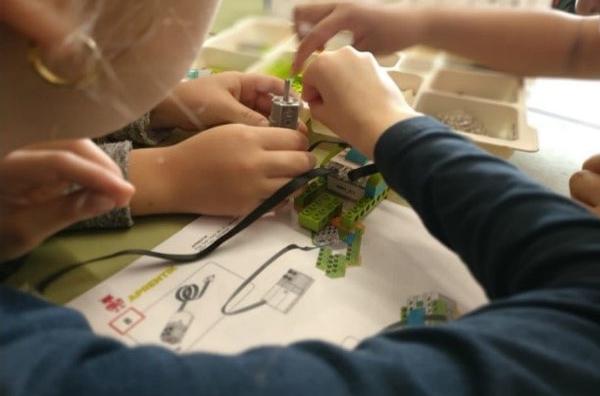 """Tecnología e innovación: Taller """"Construimos y programamos robots"""""""