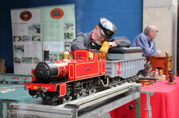 #FiraModernista | Demostración de un tren eléctrico Payà y de una locomotora de vapor vivo en funcionamiento