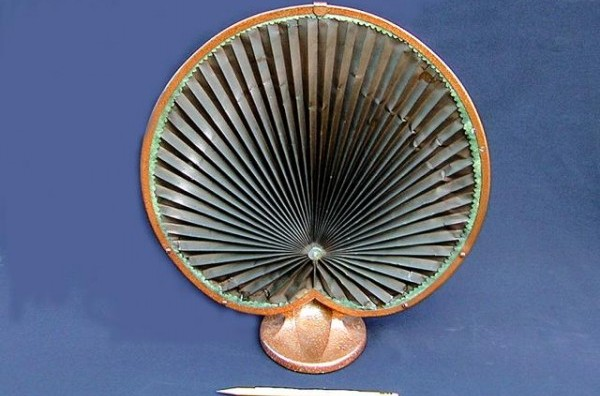 The radio enters the home. The Design of Loudspeakers (1920-1930)