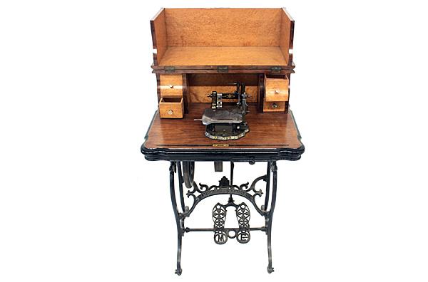 Máquina de coser Escuder modelo Aurora
