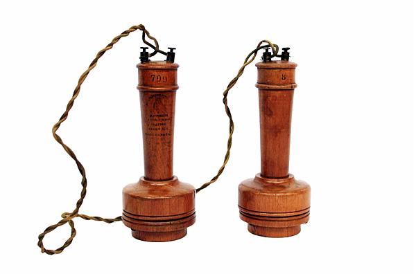 Telefono de madera
