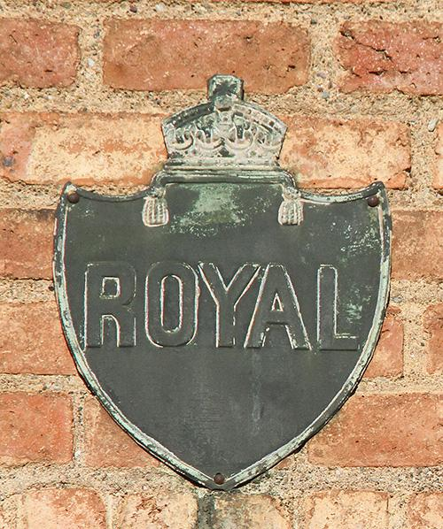 Placa assegurances Royal